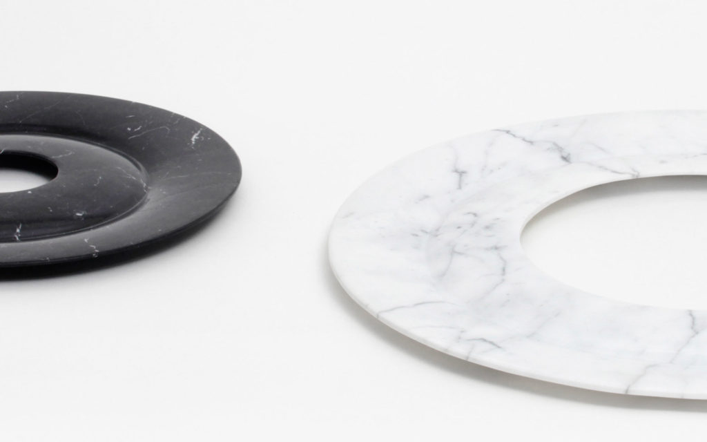 DETAILS CENTERPIECE ANNEAU S BLACK MARBLE FROM MARQUINA L WHITE MARBLE FROM CARRARA