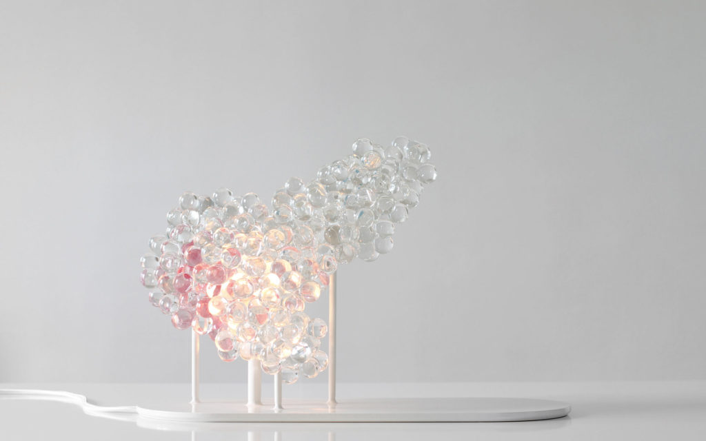 LAMP MORNINGMIST PINK GLASS BEAD BASE IN SHINY WHITE LACQUERED STEEL LIGHTED